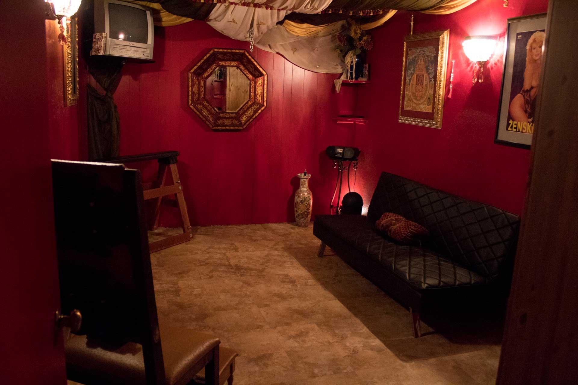 Bdsm Dungeon rent a dungeon - den of indomitus